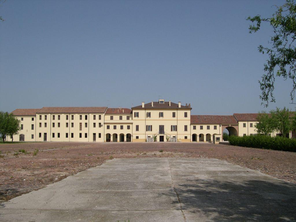 Casaleone, Complesso della Borghesana